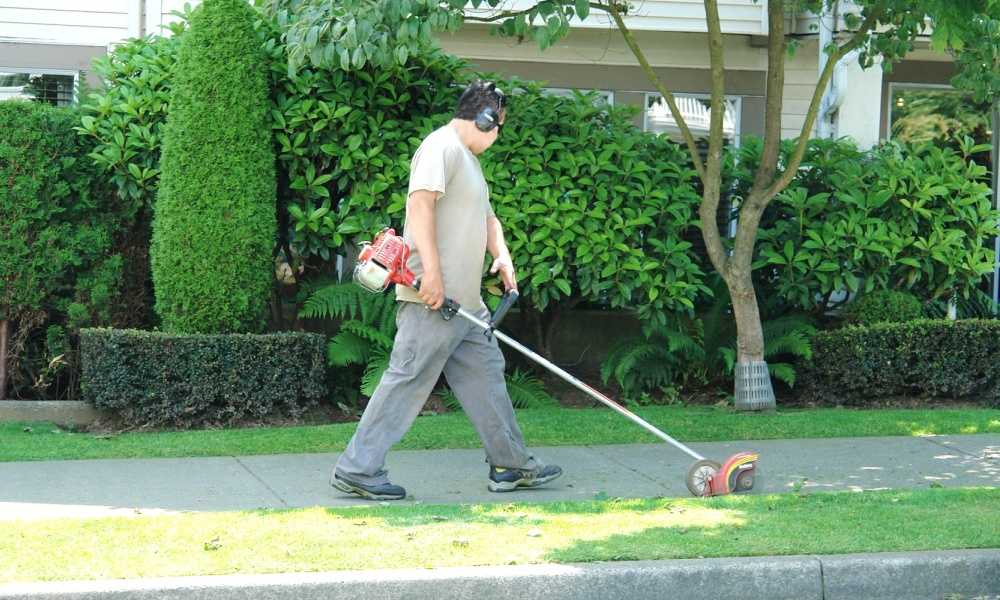 How to Use a Weed Wacker?