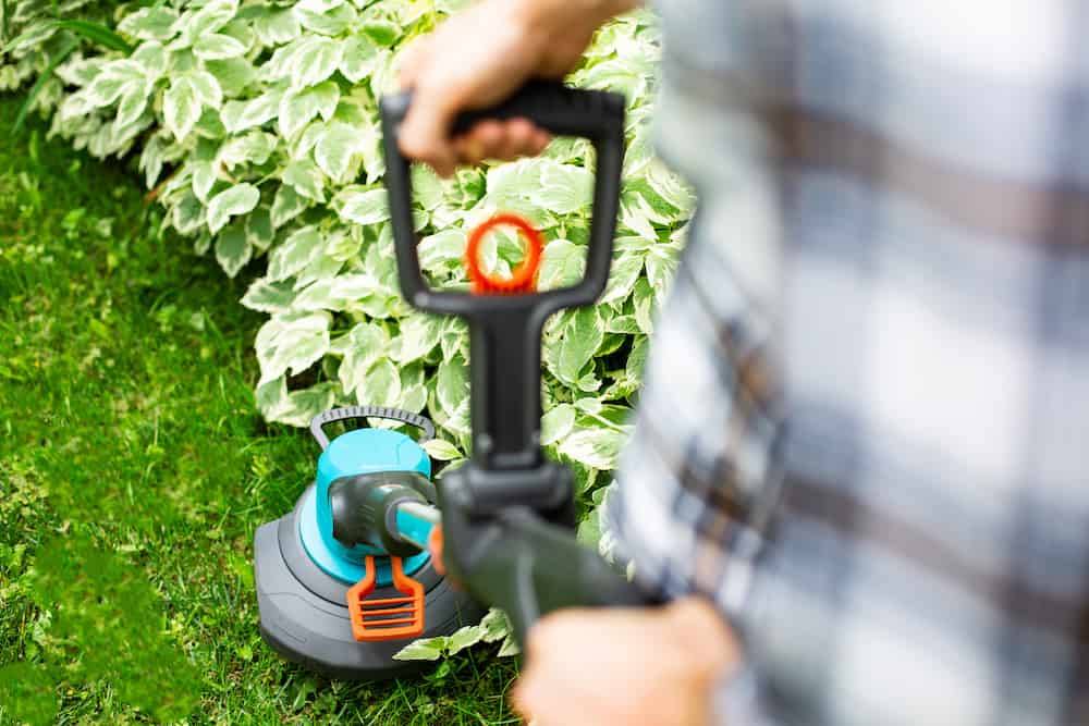 tips on how to use a hand lawn edger